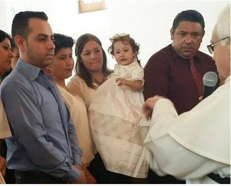 bautizo de niña de pareja gay