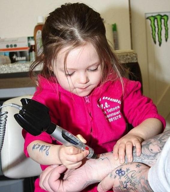 niña tatuadora