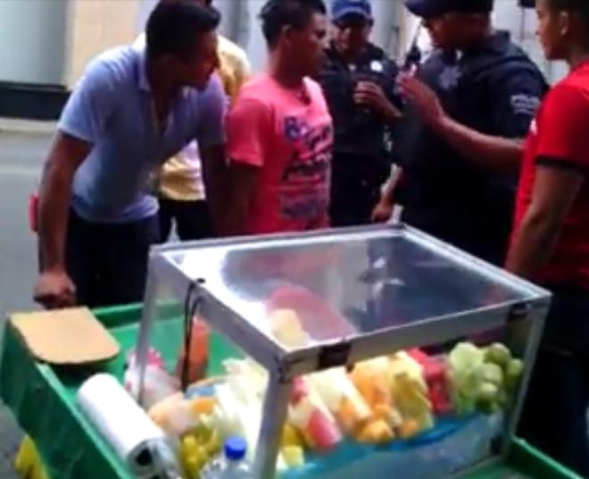 policías abusan de vendedor