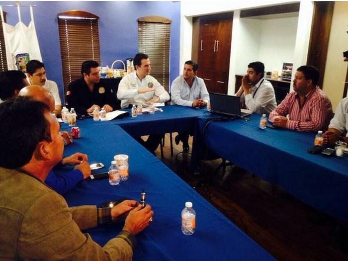 adrián de la Garza, reunión de alcaldes zona norte